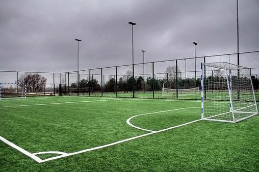 Футбольное поле в парке сокольники