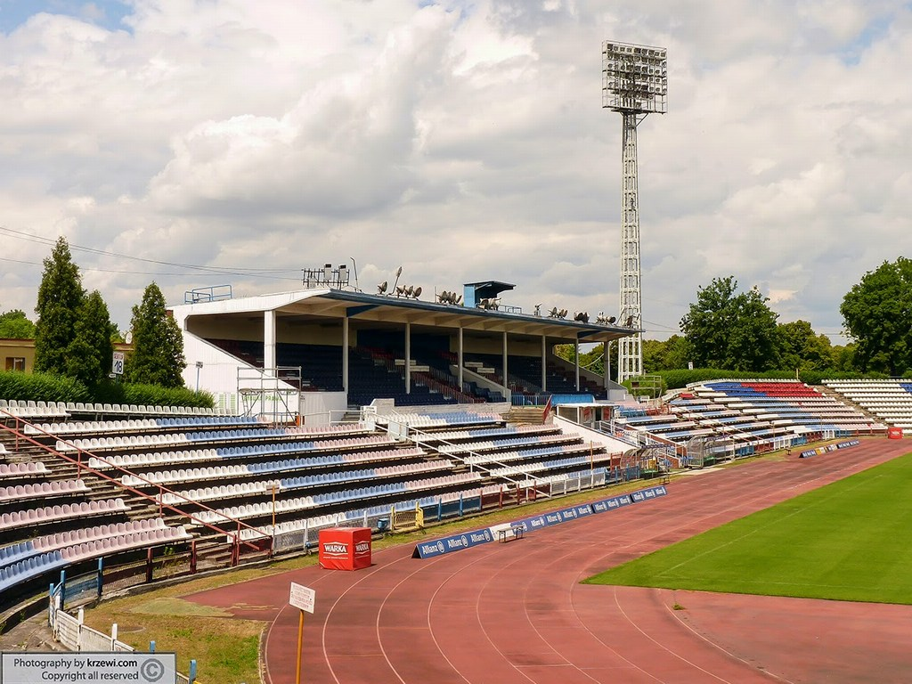 http://stadiums.at.ua/_nw/226/40112463.jpg