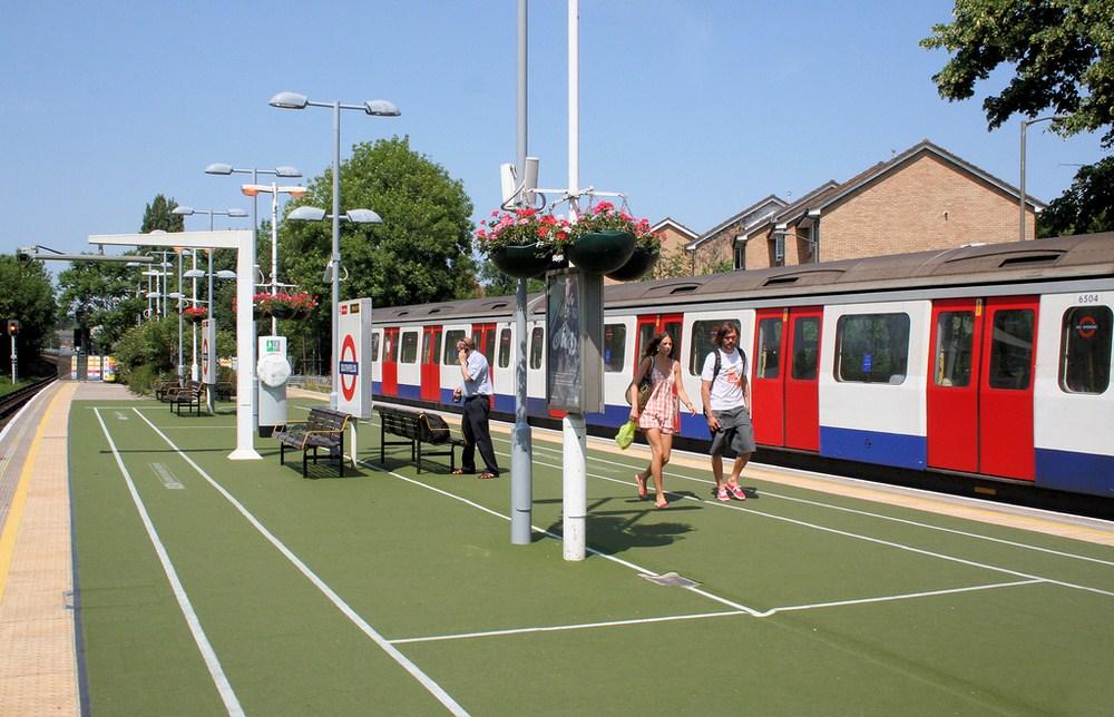 Станция метро Southfields