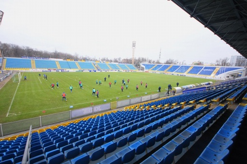газон стадиона «Олимп-2» в