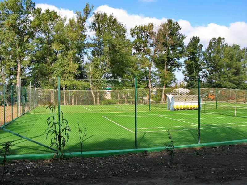 Теннисные корты на базе Скиф в Новопавловке